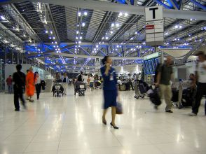 800px-Suvarnabhumi_Airport_Departures_Hall_Bangkok_Thailand