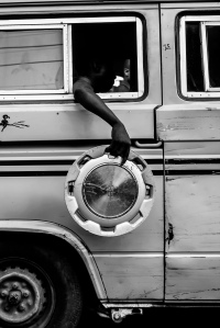Picture courtesy of Logo Oluwamuyiwa, Monochrome Lagos (2013-)