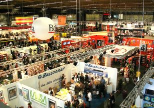 800px-Göteborg_Book_Fair_20110923_(panorama)